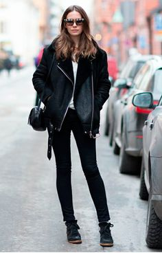 Caroline blomst all black outfit wedged sneakers isabel marant bobby sneakers