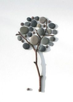 20 Awesome Stone Crafts Creativity Creative art always inspires us to do a better work and create something unique and extraordinary. Nature is oftentimes the main source for such art. Stone Crafts, Rock Crafts, Pebble Stone, Stone Art, Caillou Roche, Art Rupestre, Art Pierre, Deco Nature, Art Nature