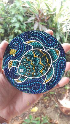 Mandala Painted Rocks, Painted Rocks Craft, Mandala Rocks, Hand Painted Rocks, Stone Art Painting, Dot Art Painting, Mandala Painting, Mandala Art, Rock Painting Patterns