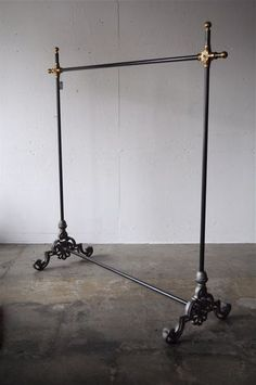 BRASS & IRON REPRODUCTION hanger rack
