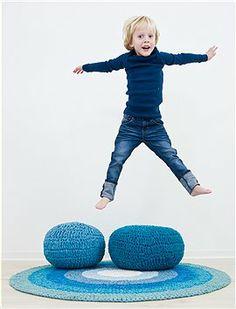 Mit diesen Sitzpoufs hat man viel Spaß...liegen, hüpfen, sitzen kein Problem. Bei den gehäkelten Poufs stehen sechs Farben zur Auswahl, von ...