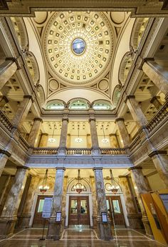 The Milwaukee Public Library and Milwaukee Public Museum jointly occupied 814 W. Wisconsin Avenue for about 70 years. Milwaukee Skyline, Milwaukee Wisconsin, Beautiful Library, Central Library, Best Travel Deals, Library Programs, Architecture Old, Old Buildings, Historical Photos