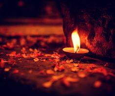 MANTRA per Superare gli Ostacoli (Om Gam Ganapataye Namaha Sharanan Ganesha) Mabon, Samhain, Candels, Candle Lanterns, Candle Art, Candle Magic, Diwali Photography, Photography Tips, Diwali Pictures