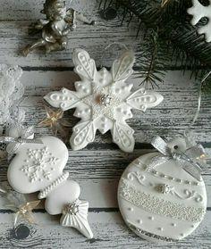 Christmas Biscuits, Christmas Sugar Cookies, Christmas Sweets, Christmas Cooking, Holiday Cookies, Gingerbread Cookies, Christmas Cakes, Fancy Cookies, Iced Cookies