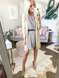 Workwear outfits during summer - for when it's hot outside and freezing in the office! Rotate these workwear essentials for multiple business outfit ideas. Business Professional Attire, Professional Outfits, Business Outfits, Business Chic, Summer Business Casual Outfits, Business Casual Jeans, Casual Work Attire, Business Fashion, Fall Outfits
