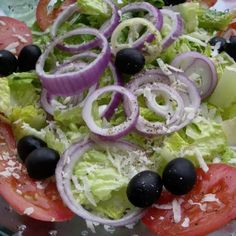 Olive Garden Salad (Copycat) Recipe --SHUT UP. Who needs a recipe for salad? Specifically, the olive garden salad - the worlds simplest salad. Olive Garden Salad, Olive Garden Recipes, Vegetable Recipes, Olive Salad, Italian Salad Recipe Olive Garden, Olive Garden Appetizers, Olive Garden Dressing, Vegetable Salad, New Recipes