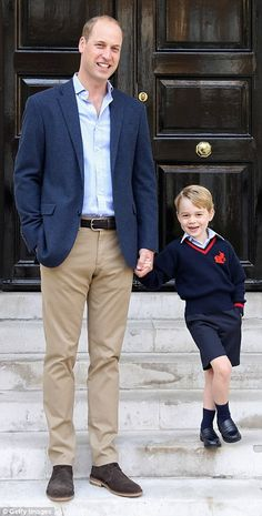 Prince William & George Pose for a Photo Together at His First Day of School. Prince George Alexander Louis, Prince William And Kate, William Kate Wedding, The Happy Prince, Queen Victoria Prince Albert, Photos Of Prince, British Royal Families, Celebrity Kids, Royal Babies