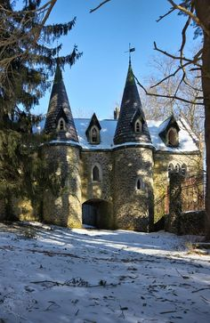 Ravenloft Castle, New York ~ Ravenloft Castle is hidden deep in the woods of Upstate New York.  Construction began during the early years of World War I and ceased in 1924 (three years after the death of the owner).  The castle was never completed nor was it ever lived in.  Today it is on the National Register of Historic Places.