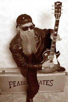 ZZ top Billy Gibbons with the incredible Les Paul, known fondly as 'Pearly Gates' which is never far from his sight. Pop Rock, Rock Roll, Billy Gibbons, Zz Top, Music Guitar, Cool Guitar, Frank Beard, Pink Floyd, Famous Guitars
