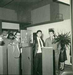 """On the right, Strutturazione liquida elicoidale (""""Helical Liquid Structuration"""") by Giovanni Anceschi during the exhibition Miriorama 12 at Galleria del Cavallino, Venice, 1962. In the center, Gianni Colombo with other exhibited works, such as Strutturazione fluida (""""Fluid Structuration"""") and Rotoplastik by Colombo, as well as Miramondo by Gabriele Devecchi"""