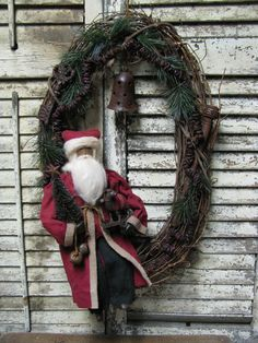 Olde Thyme Christmas Wreath by Folk Artist Sue Corlett~ 1897 House.  Sunday Update Nov 10th, 2013.  http://1897houseprimitives.blogspot.com/