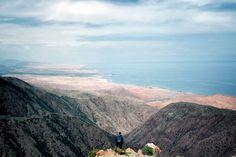 Vista da Issyk Kul: No Quirguistão, o segundo maior lago do ... é