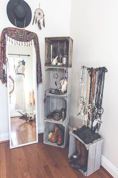 I would love to have a little corner like this with jewelry, scarves, hats, accessories, etc: