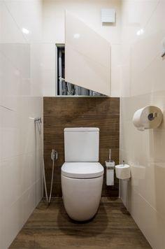 Designová stojící toaleta byla použita na přání majitelů. Small Bathroom Storage, Bathroom Design Small, Bathroom Interior Design, Small Toilet Room, Guest Toilet, Bad Inspiration, Bathroom Inspiration, Cloakroom Toilet Downstairs Loo, Bathroom Splashback