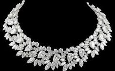 Iconic - HARRY WINSTON Magnificent Wreath Diamond Necklace made in 1964 mounted in platinum contains a total weight of diamonds of carats. Harry Winston, High Jewelry, I Love Jewelry, Jewelry Design, Fall Jewelry, Summer Jewelry, Luxury Jewelry, Jewelry Shop, Jewelry Crafts