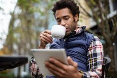 """Tips para reducir el consumo de café.  Cientos de personas que van al médico a cumplir con su chequeo de rutina, salen del consultorio con una noticia que cambia sus vidas: El especialista ha dicho """"debe dejar de tomar café"""". Y no exageramo...Ver más"""