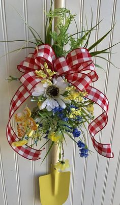 Summer wreath ,garden wreath ,shovel wreath ,garden lover wreath - The Effective Pictures We Offer You About trends hairstyles A quality picture can tell you many t - Wreath Crafts, Diy Wreath, Tulle Wreath, Wreath Making, Wreath Ideas, Ornament Wreath, Deco Mesh Wreaths, Holiday Wreaths, Floral Wreaths