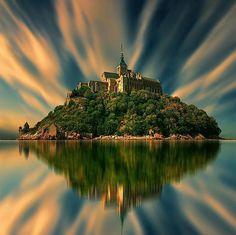 """- Discover Normandy (@normandymylove) sur Instagram : """" WTF Mont Saint Michel Bravo Et Merci @visitlemont pour cette photo et cette galerie unique…"""""""