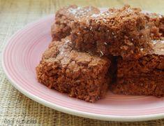 I quadrotti cocco e nutella sono dei dolcetti ideali da guastare in ogni momento della giornata, semplici da preparare, umidi e molto soffici.