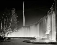 """Shorpy Historical Photo Archive :: City of Light: 1939 :: June 24, 1939. """"World's Fair night views. Consolidated Edison fountains."""" The City of Light with the Trylon rising behind. Gottscho-Schleisner photo."""