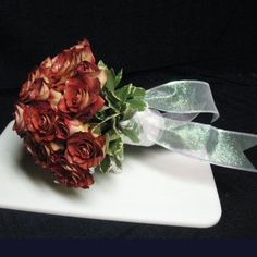 Leonidas Roses make for a stunning Fall Wedding Bouquet - Fall Wedding Decorations