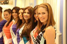 Conferencia de Prensa para Miss Universe Puerto Rico 2015 en Bakers de Plaza las Américas.
