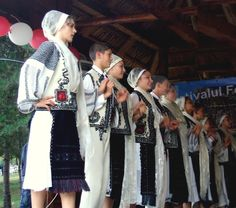 Romanian traditional costumes Part 1 Port national – Romania Dacia