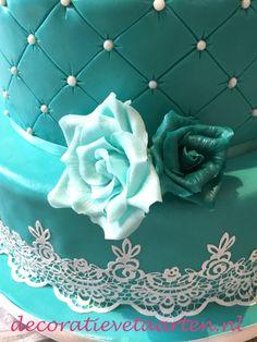 Bruidstaart 'Turquoise rozen en kant' - detail 2