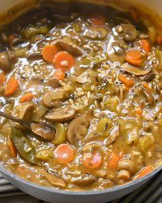 Vegetarian Soup, Healthy Mushroom Soup, Vegetable Rice Soup, Mushroom Meals, Wild Mushroom Soup, Vegetarian Recipes, Mushroom Rice, Mushroom Soup Recipes, Cooking Recipes