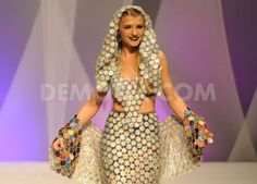 Resultado de imagem para dress made of bottle lids Anything But Clothes, Costume Renaissance, Fashion Competition, Italy Fashion, Recycled Fashion, Weird Fashion, Couture Dresses, Pattern Fashion, Dress Making