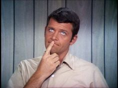 Robert Reed - Yes, I used to have a crush on Michael Brady, the dad of The Brady Bunch Aids Virus, Hiv Aids, 70s Sitcoms, Robert Reed, The Brady Bunch, Life Questions, Thanks For The Memories, Three Boys, Popular Shows