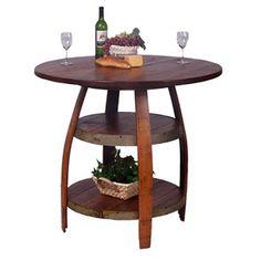 Original mesa donde se aprovechan las distintas partes de los barriles de madera.