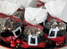 Pine Cones and Acorns: Last Minute Homemade Gifts