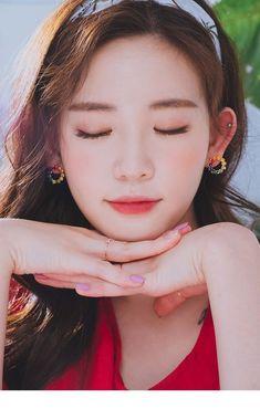 Ulzzang Girl, Korean Ulzzang, Aesthetic People, China Girl, Chinese Actress, Jewelry Case, Real Beauty, Kawaii Girl, Zipper Bags