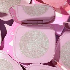Pink Palette, Makeup Palette, Colourpop Cosmetics, Makeup Cosmetics, Sfx Makeup, Makeup Brush, Barbie Malibu, Mermaid Tail Pattern, Beauty And Beast Wedding