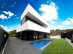 Ideas de #Exterior, Terraza, estilo #Moderno color  #Blanco,  #Gris,  #Gris, diseñado por Fernando Gil González  #CajonDeIdeas