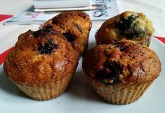 Csokis-cseresznyés diétás muffin Muffin, Sweets, Cookies, Breakfast, Cake, Food, Dinners, Crack Crackers, Morning Coffee