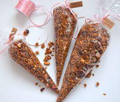 a další jedlé dárky 😄 ořechová granola 🌰 #homemade #nut #granola #müsli #orechovagranola #orechy #nuts #cokolada #jedlydarek #homebaker #homebaked #yummy #instabake #foodie #foodlover #foodpics #czech #czechrepublic #avecplaisircz