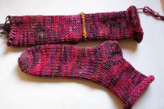 In der Sabrina 100 Socken ist eine Anleitung für das Stricken von Socken mit der Addi Express Kurbelmaschine. Da ich diese habe und nicht ...