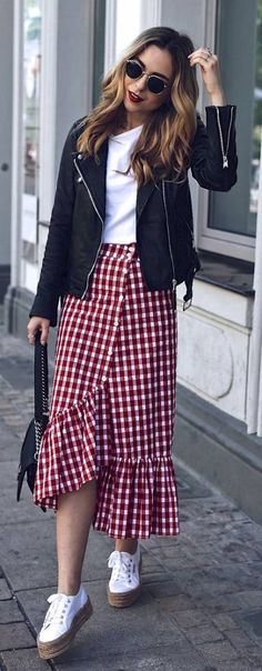 The Top 5 Summer Skirts for 2017 - Want Get Repeat : Spring Summer Trend Vichy! Jecky from Want Get Repeat is wearing a casual summer outfit with a red vichy midi skirt, Superga Shoes and Chanel Boy Bag Summer Skirts, Casual Summer Dresses, Trendy Dresses, Nice Dresses, Dress Casual, Outfit Summer, Dress Summer, Club Dresses, Long Dresses
