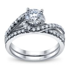 Designer Classic Solitaires Engagement Rings at Robbins Brothers
