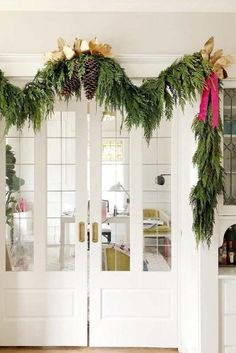 30 Ways To Decorate With Spectacular Christmas Garland Southern Christmas, Nordic Christmas, Natural Christmas, Christmas Home, Christmas Ideas, Christmas Entryway, Xmas, Minimalist Christmas, Christmas Wishes