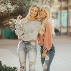Fall Pull Over Colle Fall Pull Over Collection Cute Poses For Pictures, Cute Friend Pictures, Friend Senior Pictures, Sister Pictures, Friend Pics, Friend Goals, Bff Poses, Sister Poses, Best Friends Shoot