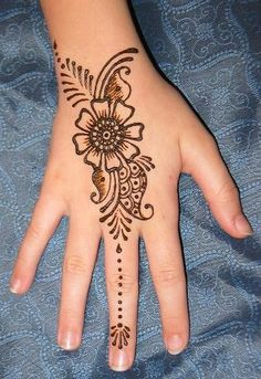 It& so simple yet cute - Henna Ideen - Henna Tattoo Designs Simple, Finger Henna Designs, Mehndi Designs For Beginners, Mehndi Designs For Girls, Mehndi Art Designs, Henna Tattoos, Henna Tattoo Hand, Mandala Tattoo, Paisley Tattoos