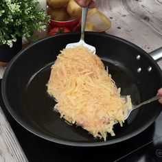 Food Discover Cordon bleu rösti - And his melting heart - Tasty Videos Food Videos I Love Food Good Food Yummy Food Cordon Bleu Empanadas Creative Food Food Dishes I Love Food, Good Food, Yummy Food, Tasty Videos, Food Videos, Cooking Recipes, Healthy Recipes, Cordon Bleu, Creative Food