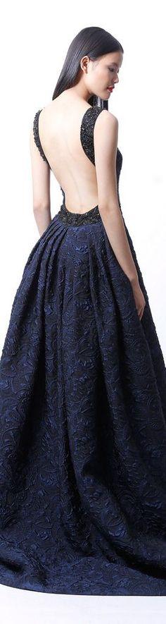 Este Badgley Mischka 2015 azul fuerte, elegante y muy de moda. Badgley Mischka 2015 vestido con espalda abierta