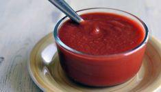 Real Ketchup Makes about 1 cups 2 cans ounces each) whole peeled plum tomatoes, or 3 pounds fresh Roma tomatoes, peeled and chopped. Raw Food Recipes, Baking Recipes, Great Recipes, Healthy Recipes, Healthy Eats, Healthy Foods, Homemade Ketchup Recipes, Smoothies, Creative Snacks