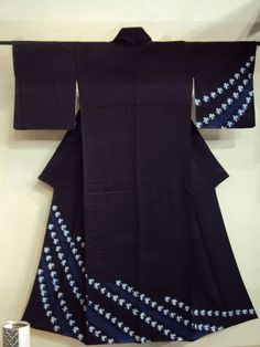 Kimono made with Shibori currently, which accounts for what is in force in Japan.