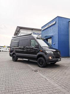 Mercedes-Benz Sprinter in Obsidianblack metallic Mercedes Benz Vans, Mercedes Sprinter Camper, Sprinter Van, Stealth Camper Van, 4x4 Camper Van, Cargo Trailer Camper, 4x4 Van, Caravan, Hymer
