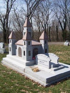 Eternal dollhouse for a sweet little doll. Noelle Braun  b. 2000  d. 2004, Kerr Cemetery, Symmes, Ohio